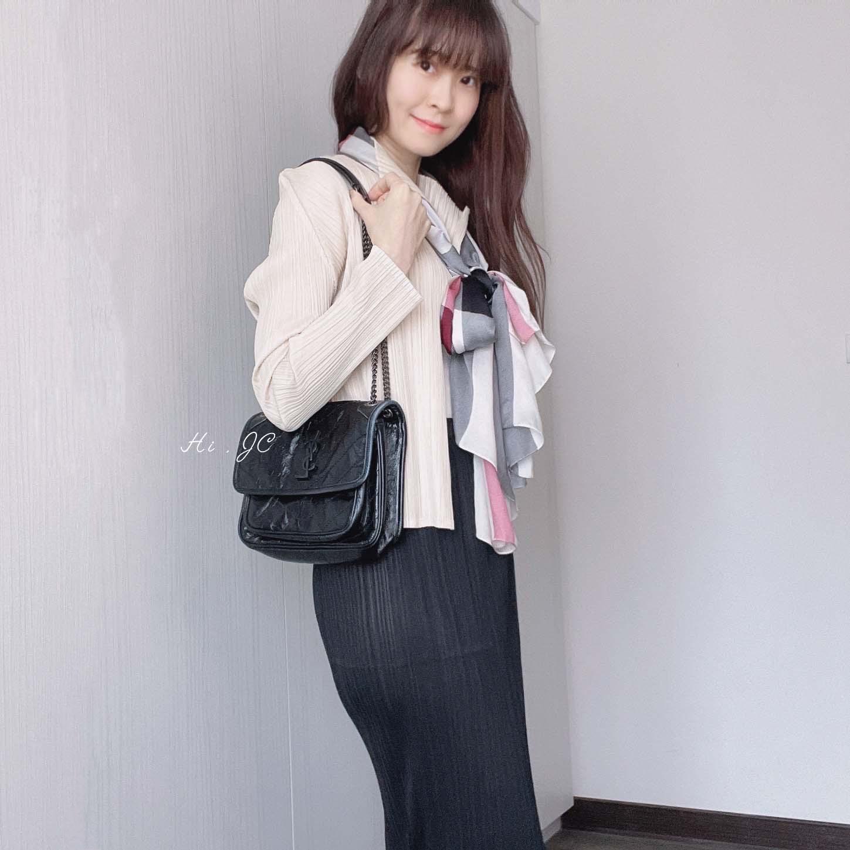 [穿搭] 不會皺的神奇皺摺Pleats Please Issey Miyake外套+裙+Burberry絲巾+Jimmy Choo鞋+Saint Laurent Niki包